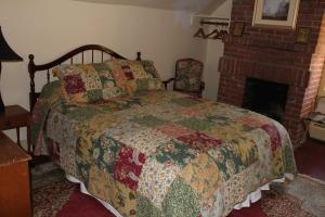 Queen Room with extra bed