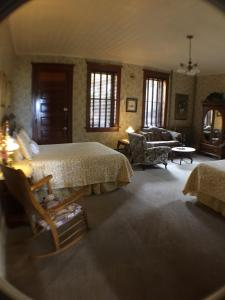 Queen Room with Two Queen Beds with Balcony