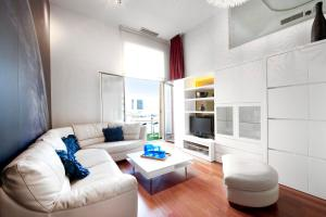 Luxury Three-Bedroom Apartment - Ronda de Sant Pere