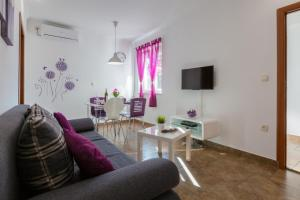 Two-Bedroom Apartment in Crikvenica XLIV, Apartmány  Crikvenica - big - 13
