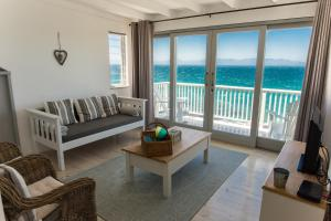 Top Floor Apartment with 180 degree Sea View