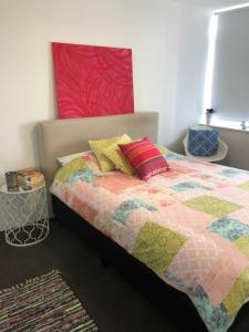 Modern Great value 2 bedroom with Netflix, Apartmány  Brisbane - big - 1