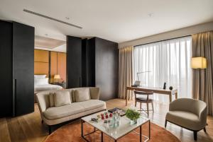One-Bedroom Junior Suite with City View