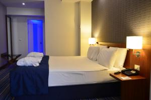 Deluxe Room with City or Partial Bosphorus View