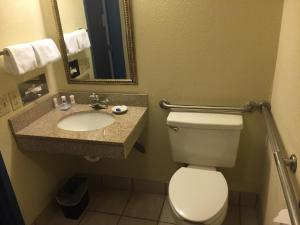 Queen Room with Roll-In Shower - Disability Access/Non-Smoking