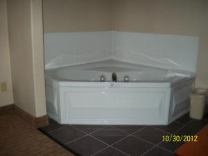 Premier King Suite with Hot Tub - Non-Smoking