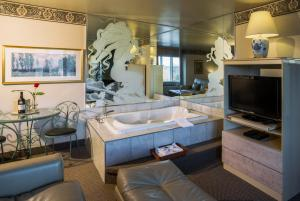 Deluxe King Room with Fireplace and Double Spa Bath