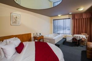 Superior King Room with Double Whirlpool Bath, King Round Bed
