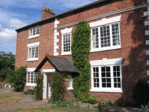 Churton Heath Farm Bed and Breakfast in Saighton, Cheshire, England