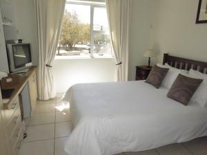 Small Double Room with External Private Bathroom