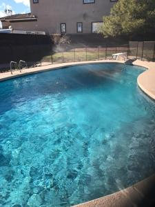 Stunning Home Close to Everything Yet Far From All, Villen  Las Vegas - big - 35