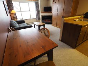 Apex Mountain Inn Suite 211-212 Condo, Апартаменты  Apex Mountain - big - 8