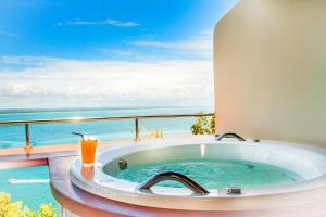 Deluxe Double Room with Spa Bath and Sea View