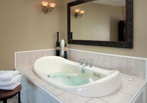 Deluxe King Room with Spa Bath - Upper Level