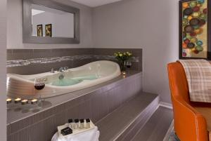 Standard King Room with Hot Tub and Spa Bath - Ground Floor