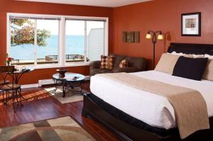 Comfort King Room with Spa Bath - Upper Level