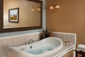 Superior King Room with Spa Bath - Upper Level