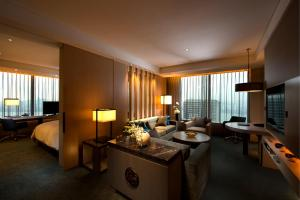 Grand King Executive Corner Suite