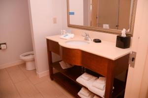 King Room Hearing Accessible with Tub - Non-Smoking