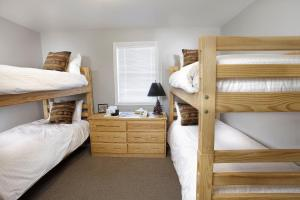 Room with Two Bunk Beds and Shared Bathroom