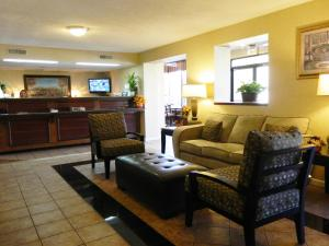 Days Inn Galleria-Birmingham - Birmingham, AL 35244 - Photo Album