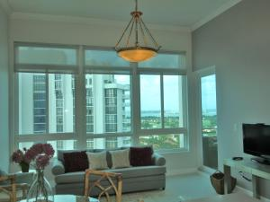 One-Bedroom Apartment with Bay View