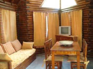 One-Bedroom Bungalow (4 Adults)