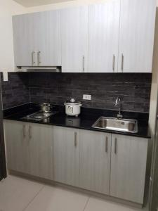 LIVE IN STYLE 1 BEDROOM CONDO UNIT, Apartmanok  Manila - big - 3