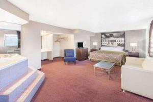 King Suite with Sofa Bed and Hot Tub - Smoking