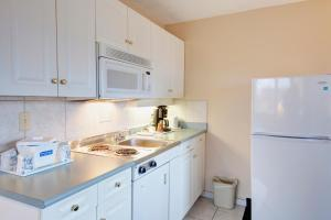 Efficiency Queen Room with Kitchenette - Non-Smoking