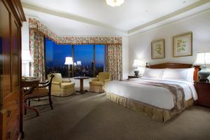 Premier King Room with City View and Spa Access - Non-Smoking