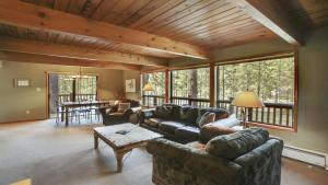 Crag 10 Holiday Home, Holiday homes  Sunriver - big - 1