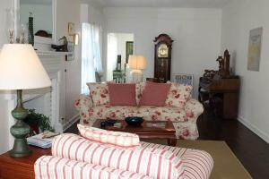"Historic Manteo ""The Baum House"" room photos"
