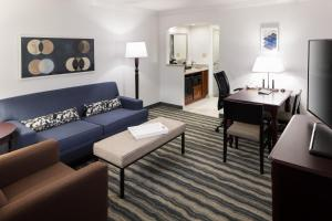 King Suite with Bath Tub - Disability/Hearing Access - Non-Smoking