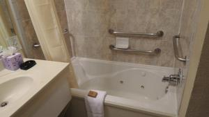 King Room with Spa Bath - Disability Access