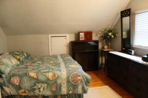 """Historic Manteo """"Woody's Cottage"""" Home room photos"""