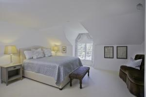 Seven-Bedroom Holiday Home