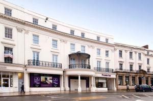 Premier Inn Leamington Spa Town Centre in Leamington, Warwickshire, England