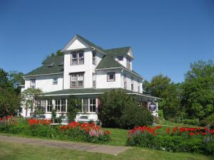Harbourview Inn & Winchester House
