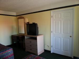 Queen Suite with Two Queen Beds with Kitchenette and a Living Room