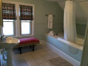 Queen Room with Whirlpool