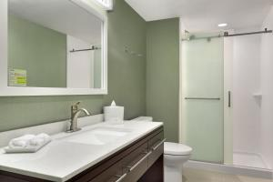 King Studio Suite - Mobility Accessible with Bath Tub - Non-Smoking