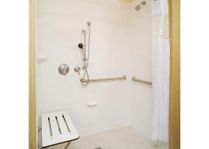 King Room - Disability Access Roll In Shower-Non-Smoking