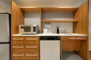 King Studio Suite - Disability Access with Bath Tub/Non-Smoking