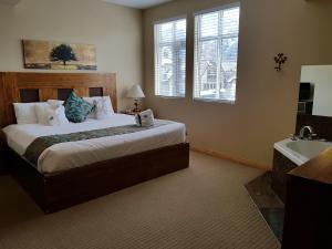 Three-Bedroom Suite with Spa Bath
