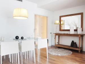 Four-Bedroom Apartment with City View (7-8 Adults)