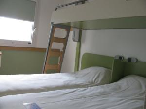 Triple Room with Single Beds (2 Adults)