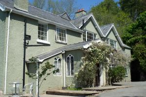 Geufron Hall Boo-tique B&B in Llangollen, Denbighshire, Wales