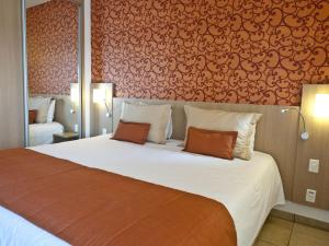 Standard Room with 1 Double Bed and 1 Sofa Bed with Balcony