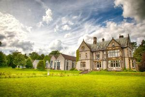 YHA Castleton Losehill Hall in Castleton, Derbyshire, England